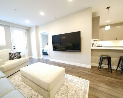 New Luxury 2 Bedroom Condo - Amazing Location - Executive Rental - Jefferson Park