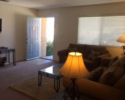Private room with shared bathroom - Twentynine Palms , CA 92277
