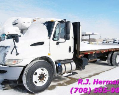 2016 International (UNDER CDL) 24ft Stake Truck