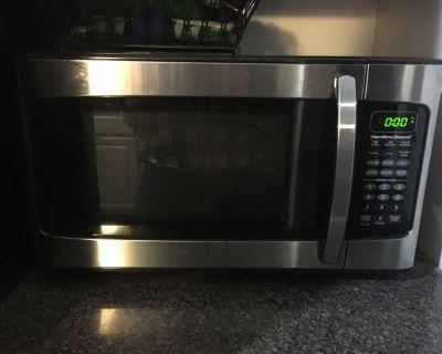 Hamilton beach microwave 1000 watts black and stainless steel look