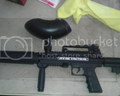 Default BT-16 Tactical Paintball Marker with co2 tanks, hopper.