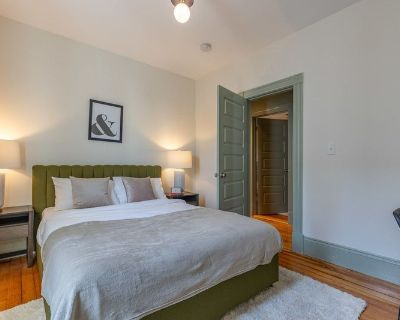Furnished Private Queen Room in JFK/UMass #328 A