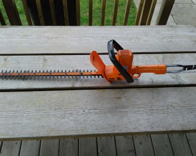 """22"""" electric hedge trimmer"""