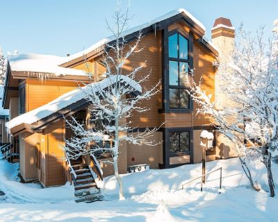 SKI OUT RIGHT OFF YOUR FRONT DOOR Chalet with Mountain Views. Deer Valley Luxury - Park City