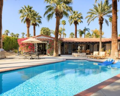 New Listing! Formally Known as the Lucy House, Chic Downtown Home with Private Pool and Hot Tub - El Mirador
