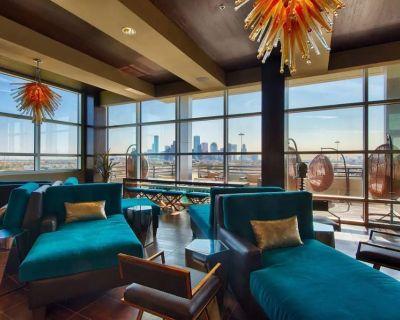 Luxurious & Cozy | 5 Location, Pool, Gym, Balcony - Woodland Heights
