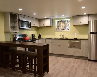 Well Appointed Pristine 1 Bedroom Apartment Close To Downtown Indy. Sleeps 4 - Center Township