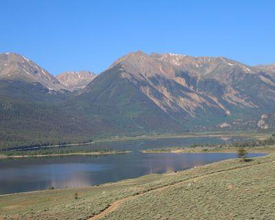 Breath Taking Views - Twin Lakes