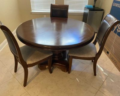 Dining Table w/only 3 chairs