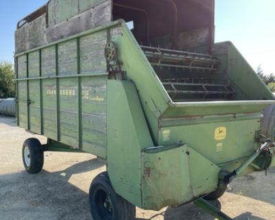 John Deere 115 Feed Wagon