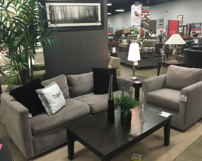 7 Myron Piece Living Room Set