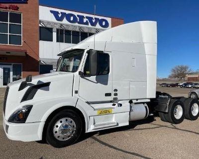 2018 VOLVO VNL64T-630 Sleeper Trucks Heavy Duty