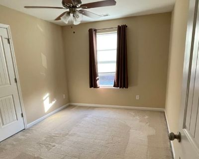 Private room with shared bathroom - Norfolk , VA 23504