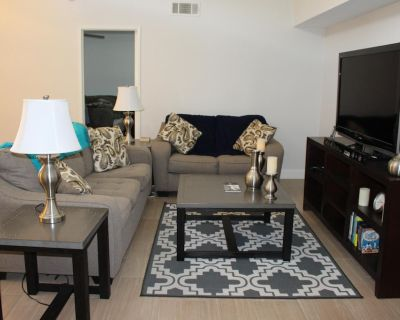 Walk to DOWNTOWN PS, watch sunsets from the patio, recreation, heated pool, jac. - Baristo