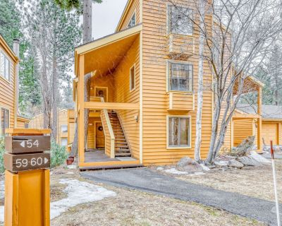 Two-Story Condo w/Shared Hot Tub, Free WiFi, Private W/D, Wood-Burning Fireplace - Incline Village