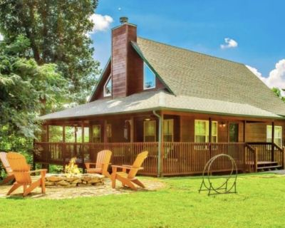 Luxurious Cabin in Quiet, Tranquil Setting, Just Minutes to Dollywood! - Pigeon Forge