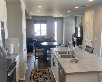New Townhouse minutes from Denver International Airport - Commerce City