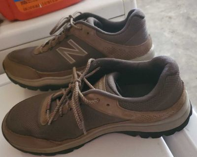 Mens new balance shoes worn very little size 11