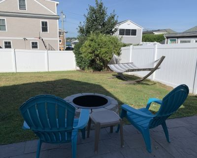 Steps to the Beach! Central Air. Outdoor shower. Fire Pit. Hammock. Fenced yard. - Easton's Point