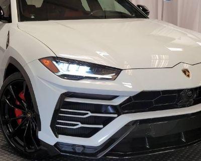 2021 Lamborghini Urus Standard