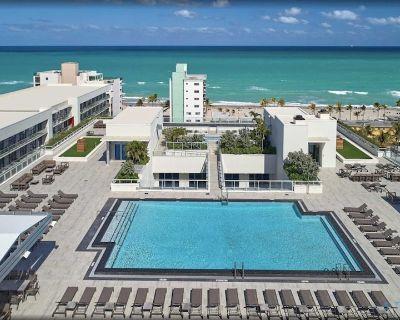 5 Beach Resort w/ROOFTO POOL & Hot Tub | Modern 2 BR 2 BR - Hollywood Beach