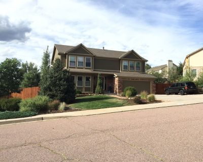 Enjoy five bedrooms and a view of Pike's Peak from the Hot Tub! - Briargate