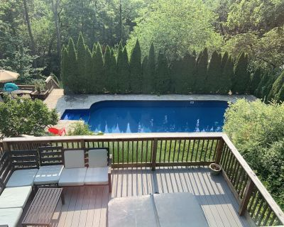 Beautiful Property In Historic Highland w/ Hot Tub & Expansive Pool! - Louisville