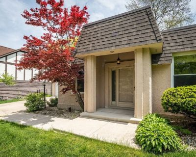 Unique and space single family house, close to Naperville downtown - Naperville