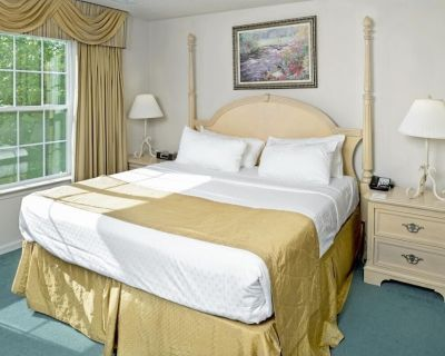 Spacious Unit w/ 2BR & Kitchen, Near Attractions, Golf, Pool - Berkeley