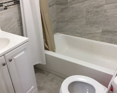 Private Room in Newly Renovated 2 Bedroom Townhome