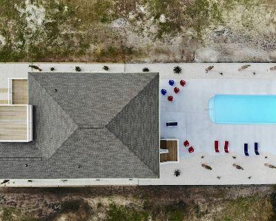 Isle Be Back Ocean Isle Beach with pool, elevator, tiki bar, foosball table - Ocean Isle Beach
