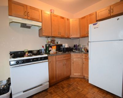 Updated Kitchen And Bathroom! Coin Operated Lau...