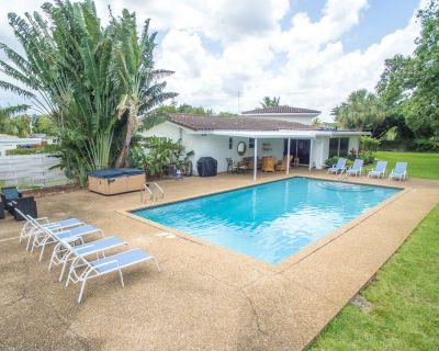 Heated Pool, Billiards table, huge property - Highland Garden