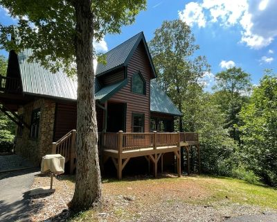 Oak Hill | 4BR 3.5BA | Luxury Secluded Log Cabin | Pool Table | Hot Tub | Darts - Cleveland