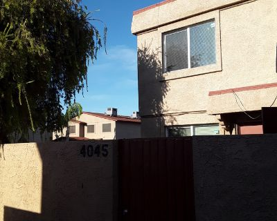 2 Bed Town Home Off 43rd Ave and Camelback Rd!