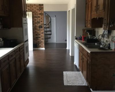 Room for rent in 4 bds/3ba house
