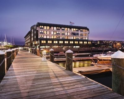 Unforgettable retreat - Wyndham Inn on Long Wharf 1 BR Suite - The Point