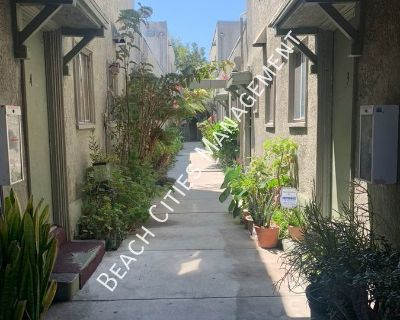 Large Studio in Downtown Long Beach!