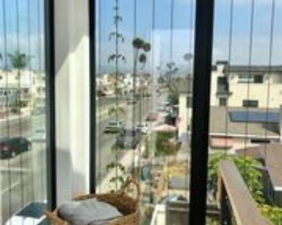 1045 W Balboa Blvd, Newport Beach, CA 92661 3 Bedroom Condo