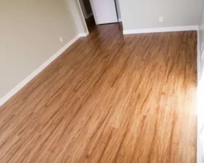 Large room + private bath in Alamitos Beach/DTLB