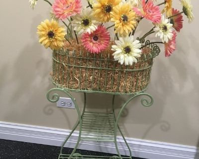 GIRL S BEDROOM DECOR - Pretty Flowers in Plant Stand