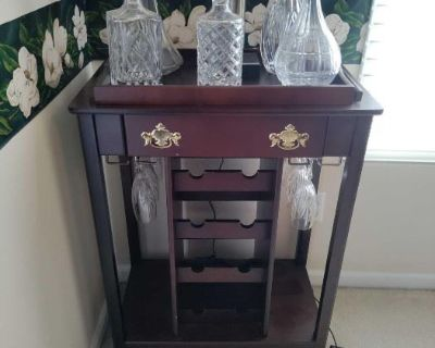 Golf Accessories and Decor, Furniture, Glass, Tools, Jewelry - Online Auction