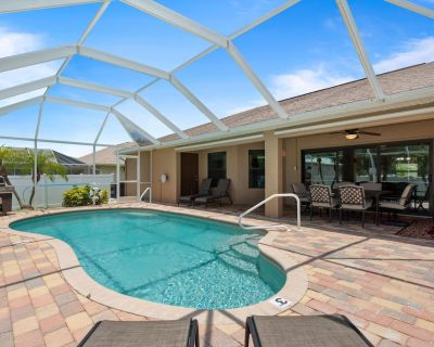 Walking distance to Cape Harbour with southern rear exposure private back yard and pool - Pelican
