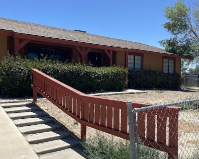 Newley Remodeled Ranch Home on a 1/2 acre - Lake Los Angeles
