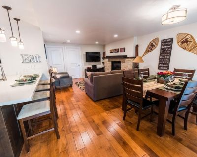 Free Kayaking Trip! Pool and 2 King Beds at this Stylish Condo! EDEL - Downtown Park City