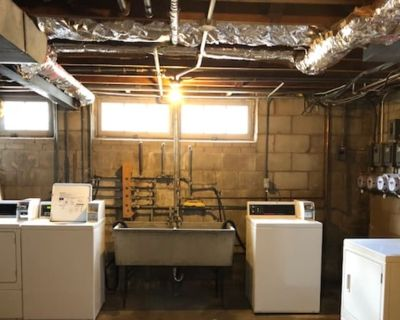 Private room with shared bathroom - Milwaukee , WI 53217