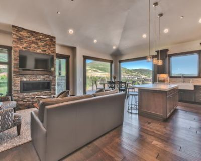 Gorgeous 2 bedroom at Blackstone with VIEWS