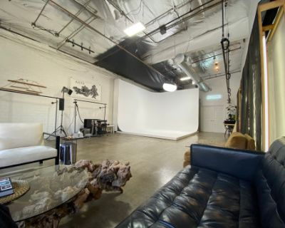 Ground Level DTLA Studio Space with Cyc Wall and Optional Natural Light, Los Angeles, CA