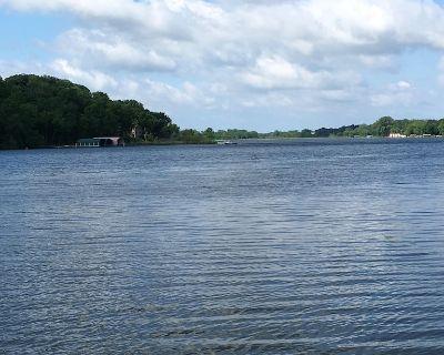 Quaint Lake Minnetonka Bungalow! - Mound