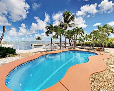 Little Torch Key Nest 4BR Home & 2BR Guest House w/ Private Boat Basin & Pool - Little Torch Key